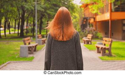 jouir de, redheaded, femme, dehors, arrière, promenades