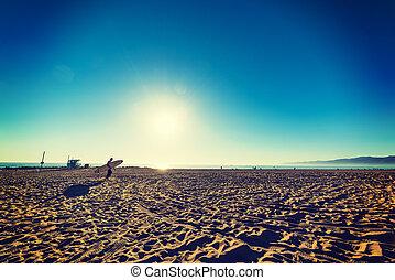 jour clair, surfeur