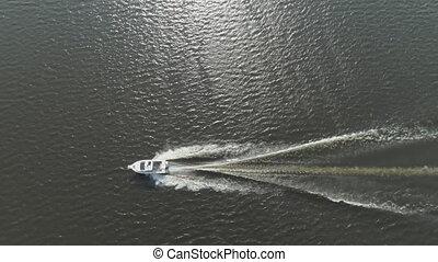 jour ensoleillé, bateau moteur, mer