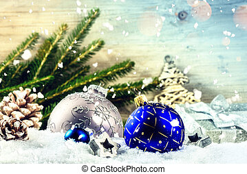 jour férié christmas, monture, à, bleu, babioles, et, cônes pin, sur, snow., noël, fond