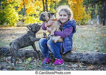 jour, forêt, chiens, ensoleillé, jeux, deux, automne, girl, peu, clair, bulldogs.