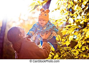 jour, heureux, ensoleillé, famille, maman, fils, parc, elle, automne