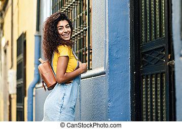 jovem, africano norte, mulher, modelo, de, moda, ao ar livre