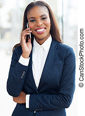 jovem, americano africano, executiva, usando, telefone pilha