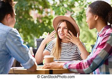 jovem, amigos, em, almoço, em, café