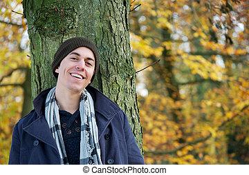 jovem, ao ar livre, retrato, sorrir feliz, homem