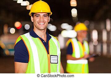 jovem, armazém, trabalhador