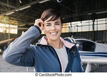 jovem, avião, posar, hélice, sorrindo, piloto