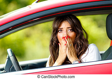 jovem, bonito, assustado, mulher, carro