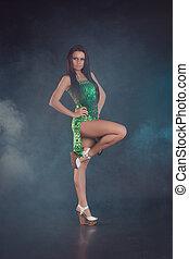 jovem, bonito, menina, em, um, vestido verde