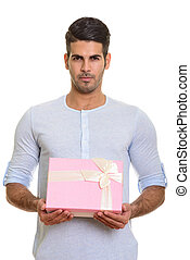 jovem, bonito, persa, homem, segurando, caixa presente