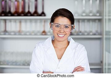 jovem, cientista, posar