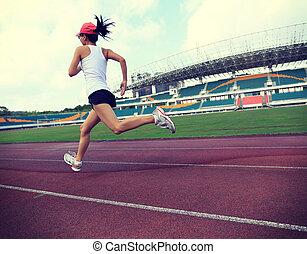 jovem, condicão física, mulher, corredor, executando