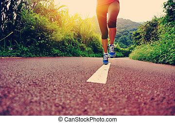 jovem, condicão física, mulher, corredor, pernas, corrida