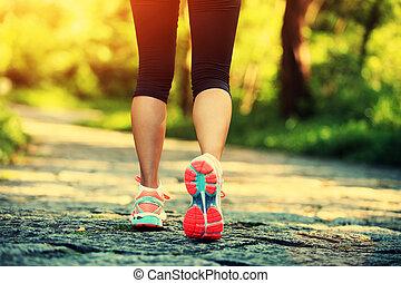 jovem, condicão física, mulher, pernas, andar, ligado