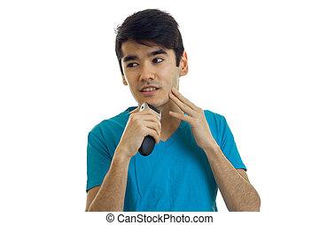 jovem, cute, sujeito, com, cabelo preto, olha, afastado, e, barbeações, um, barba, trimmer