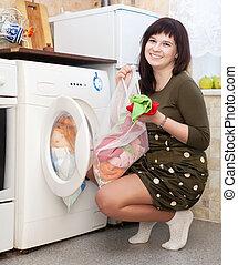 jovem, dona de casa, lavanderia