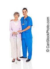 jovem, enfermeira, e, mulher sênior