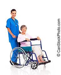 jovem, enfermeira, e, sênior, paciente