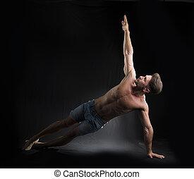 jovem, excitado, shirtless, homem, esticar, chão