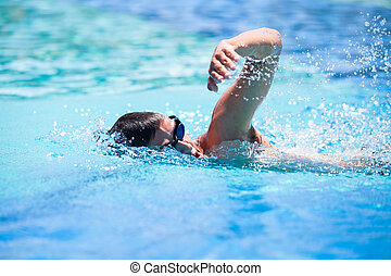 jovem, frente, homem, rastejo, piscina, natação