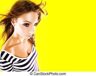 jovem, fundo amarelo, mulher, posar, bonito