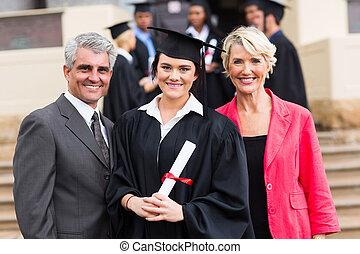 jovem, graduado, com, pais