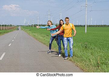 jovem, hipster, amigos, viagem, ligado, estrada