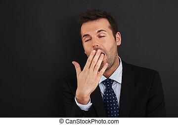 jovem, homem negócios, bocejar, e, cobertura, seu, boca