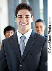 jovem, homem negócios, e, colega trabalho
