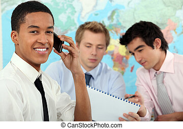 jovem, homem negócios, ligado, um, educacional, treinamento