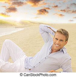 jovem, homem sorridente