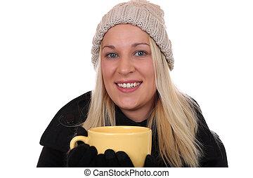 jovem, loura, mulher, bebendo, xícara chá, em, inverno