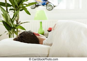 jovem, menino adolescente, sono, em, seu, quarto
