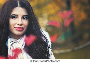 jovem, morena, mulher, em, outono, parque, ao ar livre, closeup, retrato