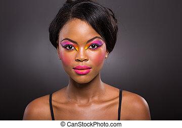jovem, mulher africana, com, criativo, maquilagem