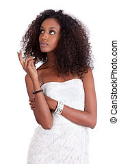 jovem, mulher americana africana, olhar