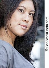 jovem, mulher asian, sorrindo