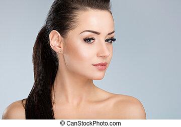 jovem, mulher bonita, com, cabelo preto, pensando