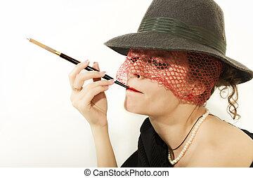 jovem, mulher bonita, com, cigarro, em, bocal, em, chapéu, com, véu, isolado, ligado, luz, fundo