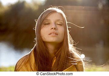 jovem, mulher bonita, com, olhos fechados