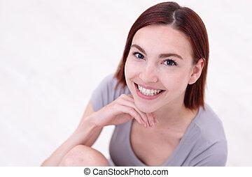 jovem, mulher feliz, sorrizo