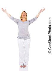 jovem, mulher grávida, com, braços estendido