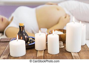 jovem, mulher grávida, ter, massagem, tratamento, em, spa