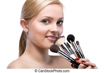 jovem, mulher sorridente, com, compor, escovas, isolado, branco