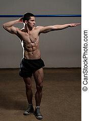 jovem, muscular, homens, flexionar músculos