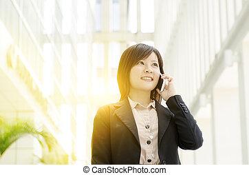 jovem, negócio asiático, mulher, telefone