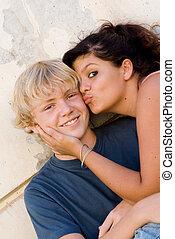 jovem, par adolescente, menina, beijando, menino