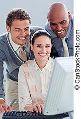 jovem, pessoas negócio, trabalhar, um, computador
