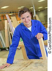 jovem, retrato, carpinteiro, feliz